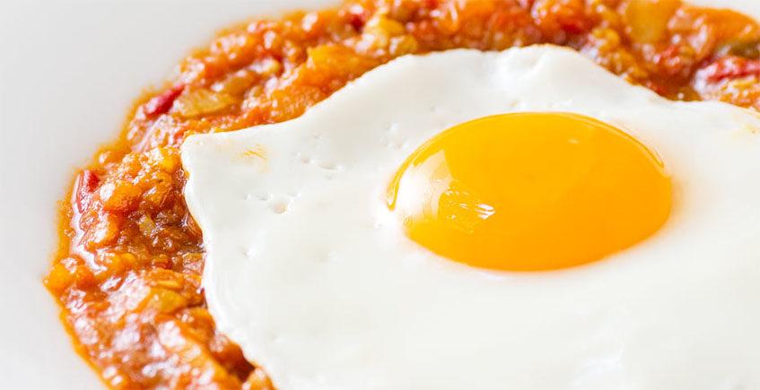 La Alboronía al estilo de Carmona con huevo del Mesón Casa Paco