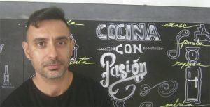 El cocinero y propietario de Ropavieja Antonio Miguel Alvarez Moriana. Foto: Cosasdecome