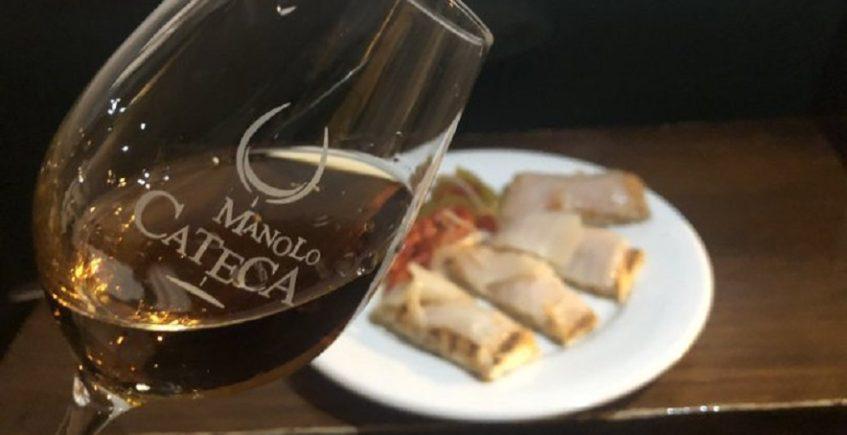 La tosta de bacalao con salmorejo de Manolo Cateca