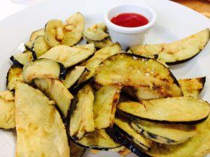 Las berenjenas fritas del restaurante Los Cuevas fotografiada por la tapatóloga Cristina Ruiz Rodriguez Rubio.