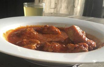 La carne en tomate de la bodega El Rumbo