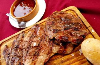 La carnes a la brasa del asador La Dos Jotas