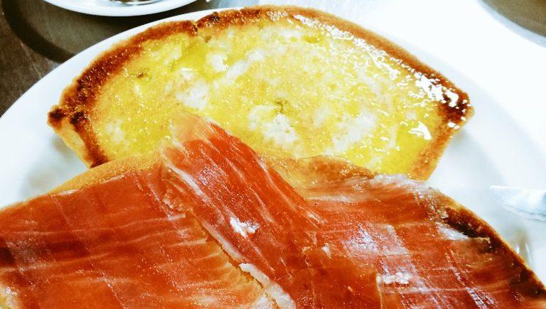 La tostada de jamón del bar Las Palmeras