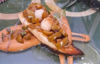 Lomo de dorada con zamburiñas y aceituna manzanilla salteada de la bodega La Mazaroca