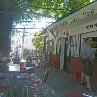 La terraza de la cervecería Las Banderas. Foto: Cosasdecome