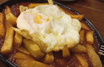 Los huevos con papas y tomate de Casa Esteban