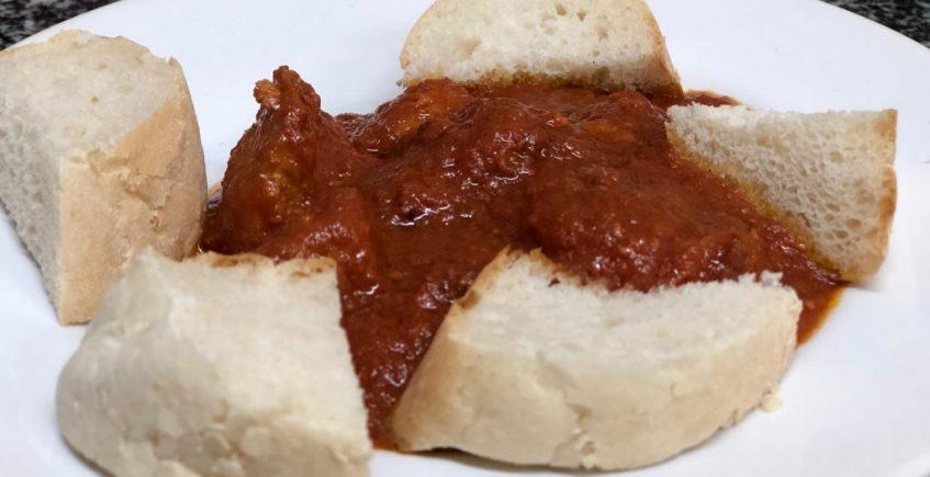 Lomo con tomate de la Casa Amable de Dos Hermanas