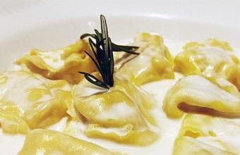 Los panzerotti rellenos de pera y queso de Il Basilico