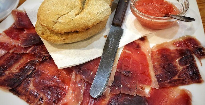 La tostada de jamón de Mr. Chava Cafetería