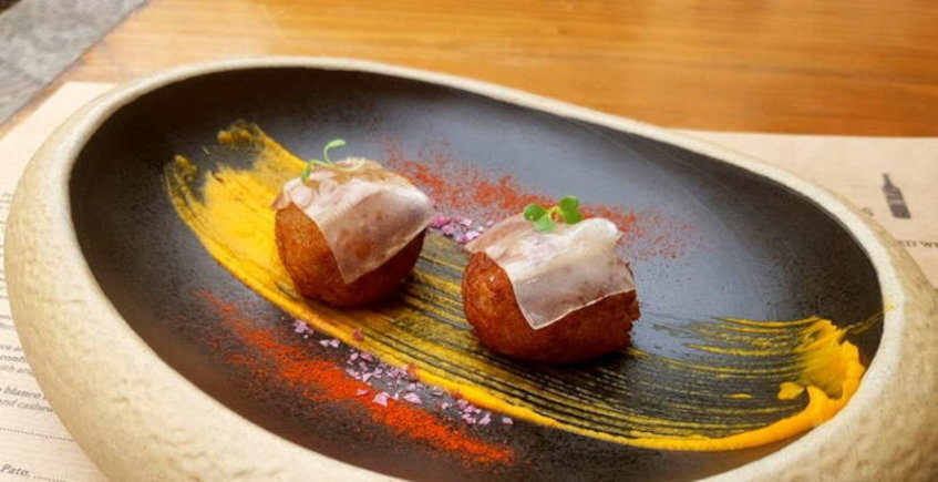 Las croquetas de salchichón ibérico de La Jaula de Papel