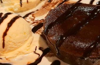 El coulant de chocolate con helado de vainilla de Maestro Rufino