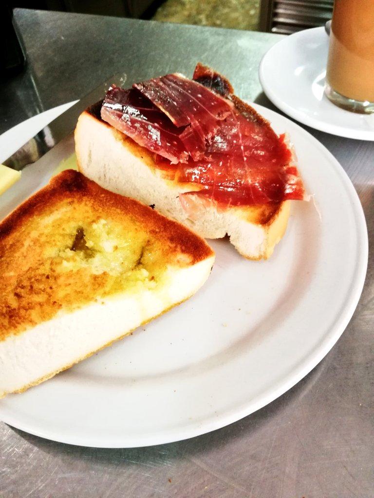Medio bollito con jamon foto Jose Abril (1)