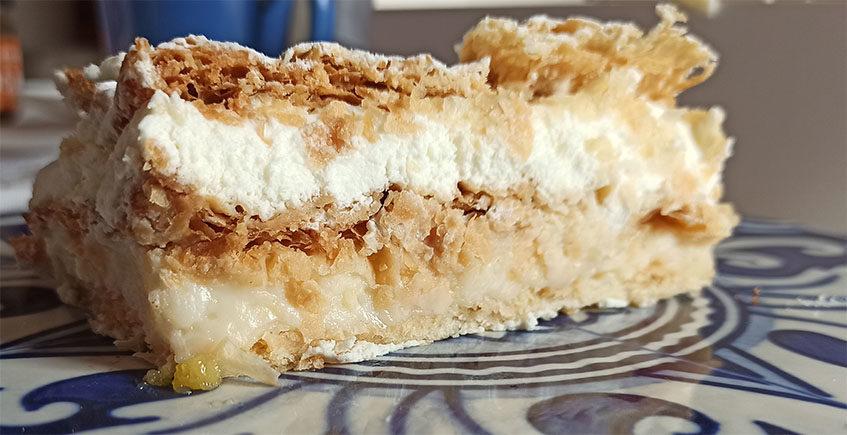El milhojas de nata y crema del obrador Mi Yaya