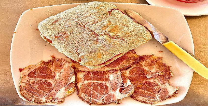 El mollete de carne mechá del Restaurante Nueva Andalucía