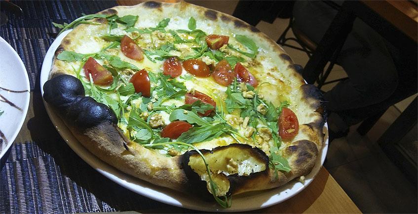 La pizza de queso de cabra y miel de Amici Miei