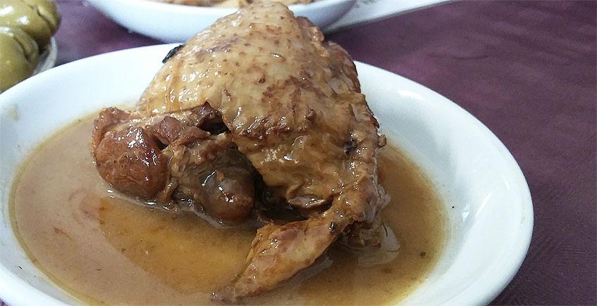 El pollo en salsa de la bodega La Escalera