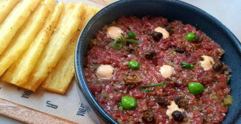 El steak tartar con milhojas de patatas de Justa Rufina