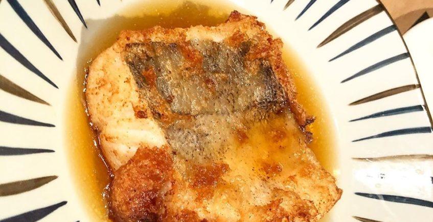 El taco de merluza frito en sopicaldo oriental de Sal Gorda