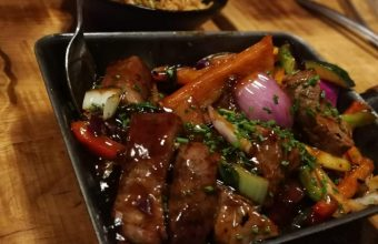 El wok de lomo bajo de Chifa Tapas