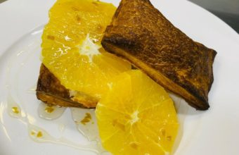 Hojaldre de naranja, aceituna y mosto sevillano