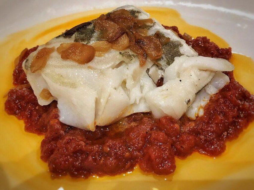 Bacalao con tomate de Manolo Mayo. Foto: Cosas de Comé