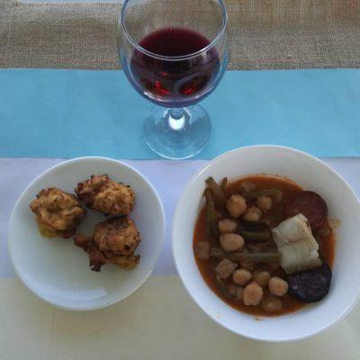 Bar Las Malvinas: Potaje marismeño y buñuelos de camarón