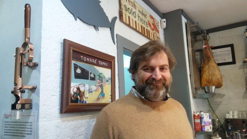 Miguel Señas se encarga de ir a Huelva a seleccionar personalmente el pescado y el marisco que sirven en Tomaré Tapas. Foto: Cosasdecome