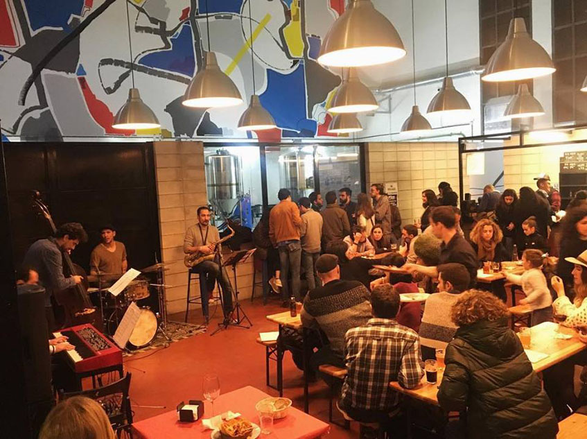 En el establecimiento se ofrecen a menudo actuaciones. Foto: Cedida por Cervezas Río Azul