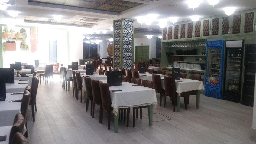 El amplio salón del Bar Miano.