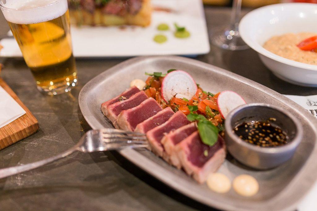 Tataki de atún rojo. Foto cedida por Ovejas Negras.