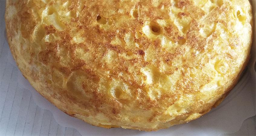 Así de apetitosa a la vista es la tortilla de patatas de Cuatro Vitas. Foto: Cosasdecome