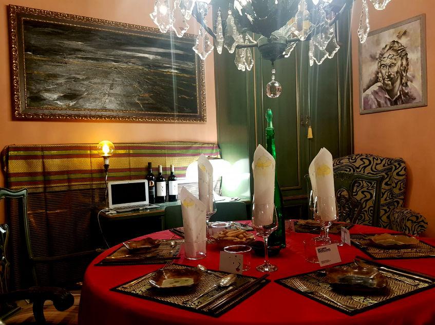 Así es el comedor donde tienen lugar las cenas. Foto: Cedida por Estamos Enrollados