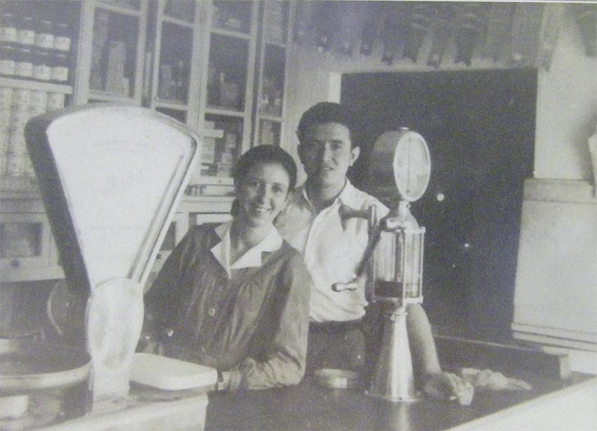 Una de las fotos antiguas de Casa Anselmo que cuelgan en las paredes del establecimiento