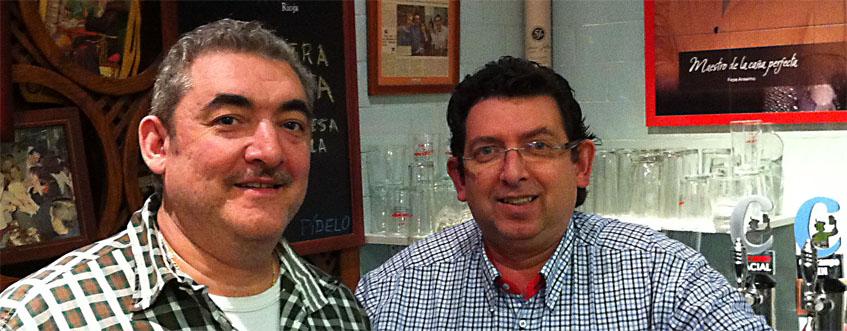 Los hermanos Juan José y Francisco de Asís (Kisco) García Vázquez. Regentan en la actualidad el establecimiento. Foto: Cedida por Casa Anselmo