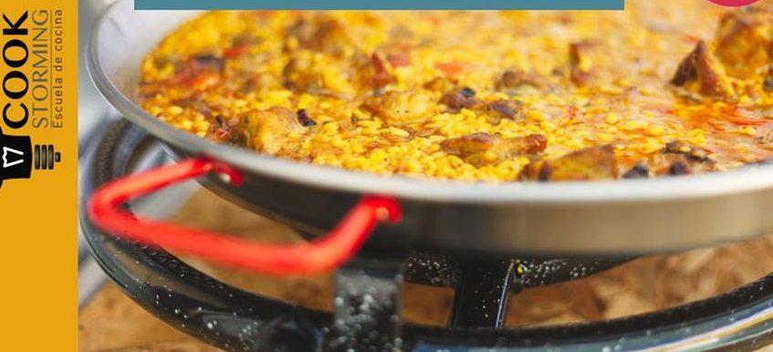 Taller de arroces en la escuela Cook Storming de Sevilla