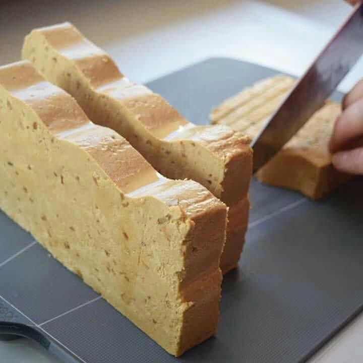 Trozos de turrón de Jijona para elaborar el helado. Foto cedida por establecimiento