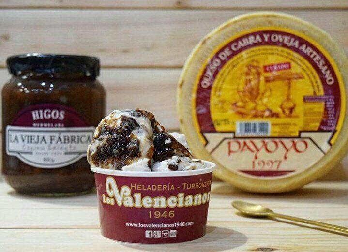 Helado de queso Payoyo y mermelada de La Vieja Fábrica. Foto cedida por establecimiento