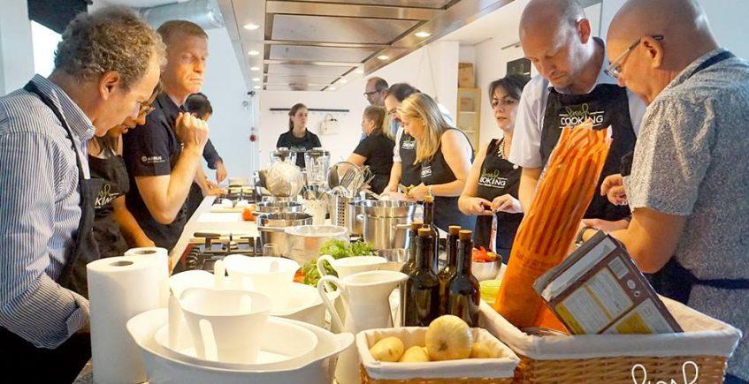 Guía de empresas que dan clases de cocina para aficionados en Sevilla