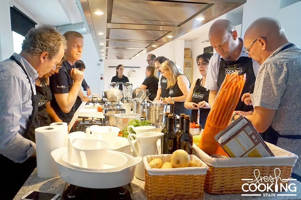 La actividad para equipo realizada en Fresh Cooking Spain con personal de Airbus. Foto cedida por la empresa.