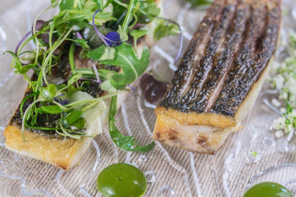 Corvina con falso cous cous de brócoli y coliflor aderezado con vinagreta de miel. Foto cedida por establecimiento