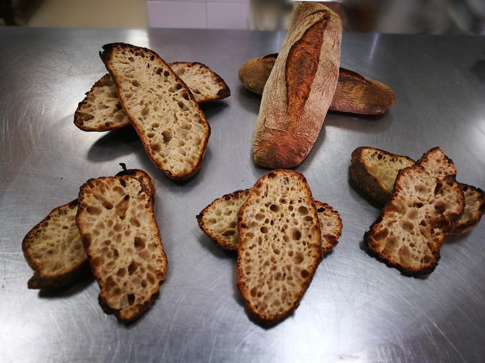 Detalle de uno de los panes, una vez cortado.