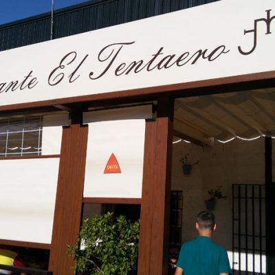 Exterior del restaurante El Tentaero. Foto: Cosasdecome