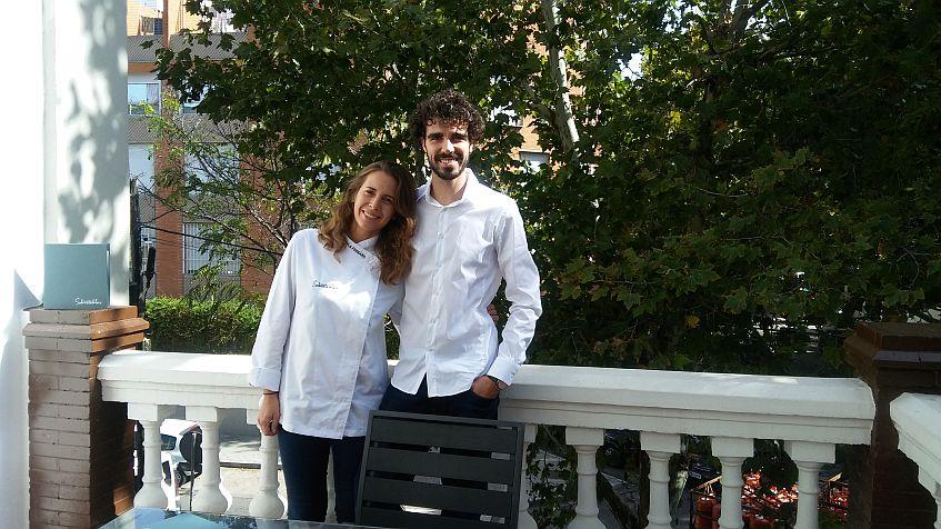 Camila y Robert, en la terraza de la primera planta.