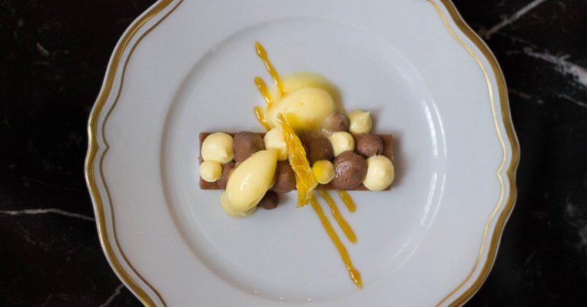 Chocolate con naranja de Sevilla y azafrán. Foto cedida por establecimiento