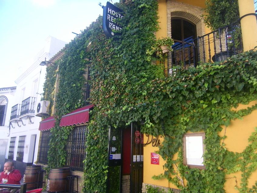 Vista exterior del restaurante Deli. Foto: Cosasdecome