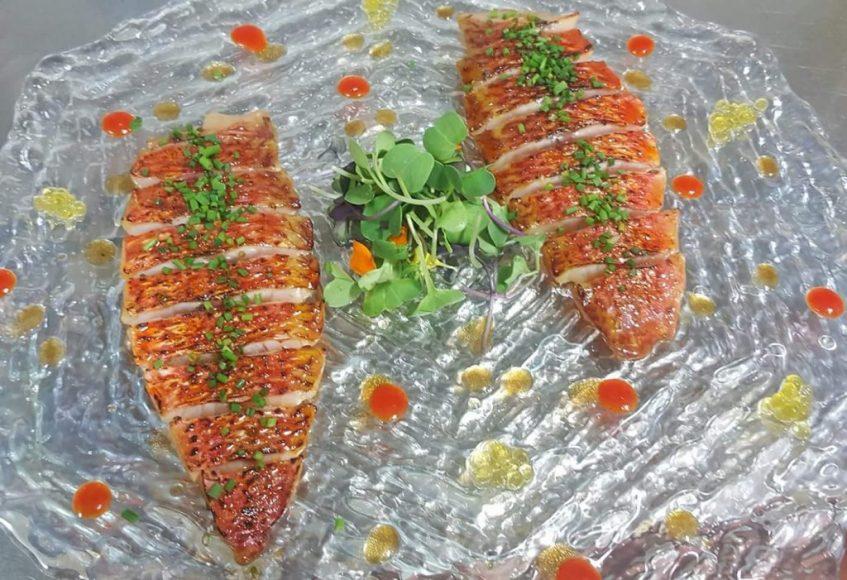 Sashimi de salmonete. Foto cedida por establecimiento