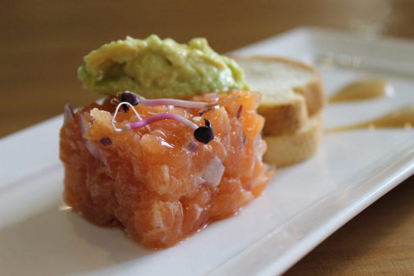 Tartar de salmón. Foto: Cosas de Comé
