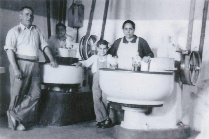Rosalino Daza procede de familia de tradición panadera de Brenes. Foto cedida por el establecimiento.