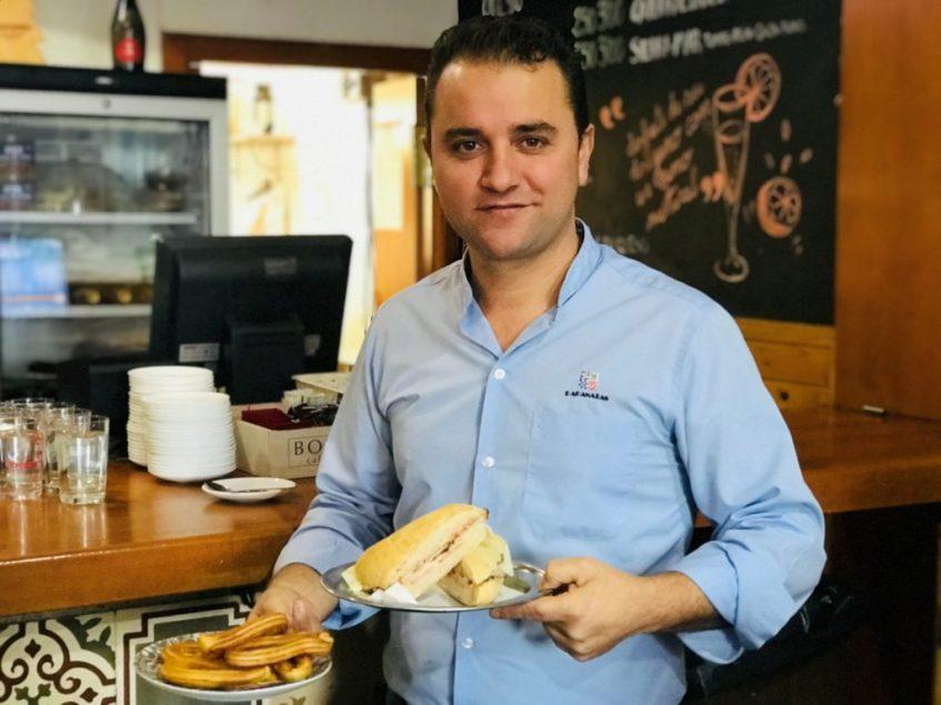 Jairo Sánchez, en su establecimiento. Foto: Cosas de Comé