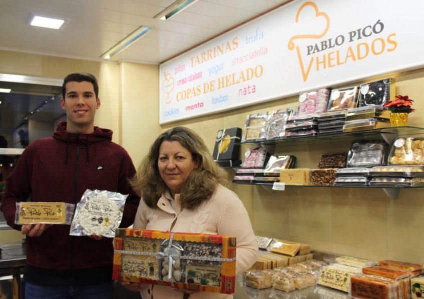 Gonzalo Picó y Mª Teresa Gómez, en la heladería Jijona. Foto: Cosas de Comé